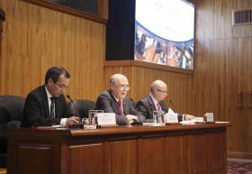 Autoridades universitarias en presidium